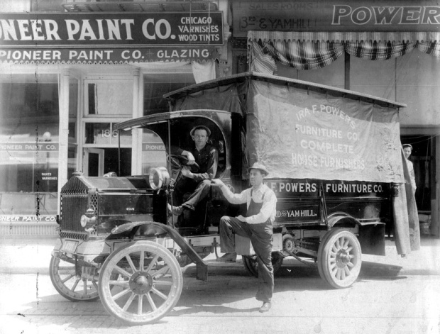 photo_history-furniture-delivery