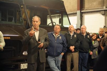 Tom Winke addresses his fellow drivers.